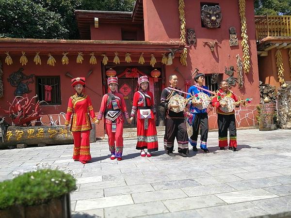 云南民族村彝族服饰